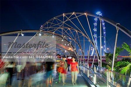 Le pont de Helix à Marina Bay et le Singapore Flyer, Singapour, Asie du sud-est, Asie