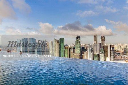 Sands SkyPark piscine à débordement au 57ème étage du Marina Bay Sands Hotel, Marina Bay, Singapour, Asie du sud-est, Asie