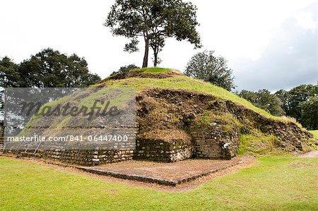 Les ruines d'Iximche près de Tecpan, le Guatemala, l'Amérique centrale