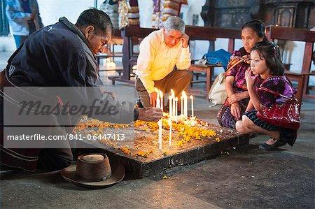 Cérémonie Maya en Amérique centrale église de Santo Tomas, Chichicastenango, au Guatemala,