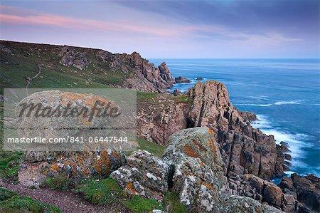 Vue depuis le chemin de la côte près de Gwennap Head, Cornwall, Angleterre, Royaume-Uni, Europe