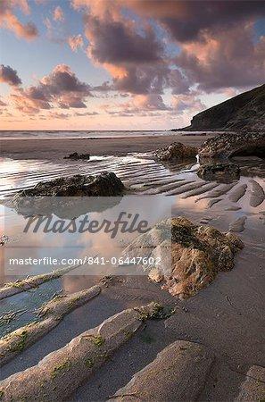 Marée basse sur le sable Tregardock Beach, North Cornwall, Angleterre, Royaume-Uni, l'Europe