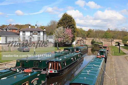 Narrow Boats, Pontcysyllte Canal, UNESCO World Heritage Site, Llangollen, Dee Valley, Denbighshire, North Wales, Wales, United Kingdom, Europe