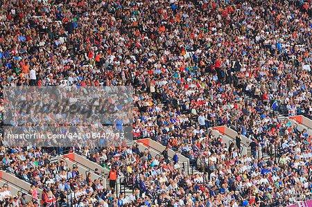 Grande foule de spectateurs dans le stade olympique pour les Jeux olympiques de 2012, Londres, Royaume-Uni, Europe