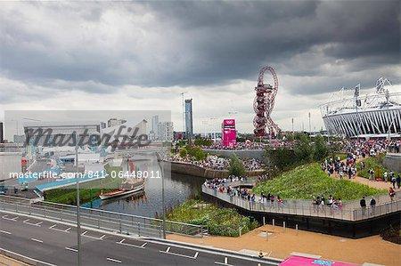 Olympic Stadium et ArcelorMittal Orbit tour dans le parc olympique, ville de Stratford, Londres, Royaume-Uni, Europe