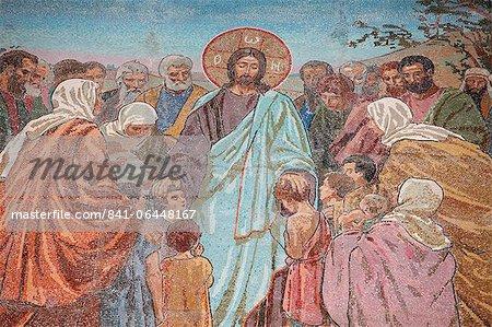 La bénédiction des enfants, l'église du Sauveur sur le sang répandu (église de la Résurrection), patrimoine mondial de l'UNESCO, Saint-Pétersbourg, Russie, Europe
