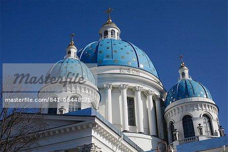 Coupoles bleus ornés d'étoiles dorées, cathédrale de la Trinité, Saint-Pétersbourg, en Russie, Europe