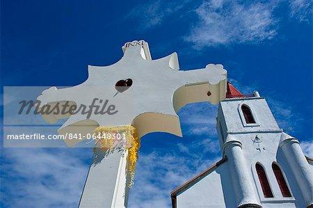 Église près de Pouebo sur la côte est de la Grande Terre, Nouvelle Calédonie, Mélanésie, Pacifique Sud, Pacifique