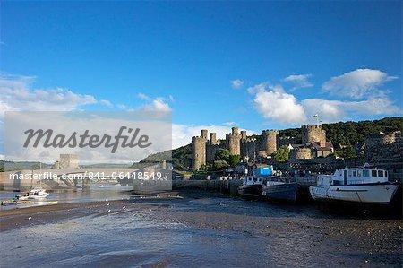 Estuaire de la rivière Conwy et château médiéval en été, patrimoine mondial de l'UNESCO, Gwynedd, pays de Galles, Royaume-Uni, Europe