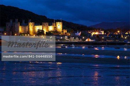 Estuaire de la rivière Conwy et château médiéval, patrimoine mondial de l'UNESCO, Gwynedd, pays de Galles, Royaume-Uni, Europe