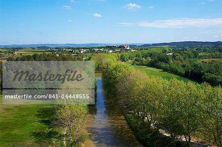 Argens Minervois village, Navigation on the Canal du Midi, UNESCO World Heritage Site, Aude, Languedoc Roussillon, France, Europe
