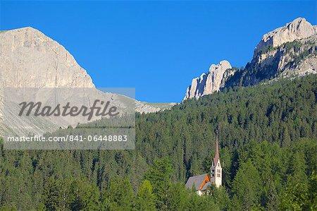 Church overlooked by Ciampedie Mountains, Vigo di Fassa, Fassa Valley, Trento Province, Trentino-Alto Adige/South Tyrol, Italian Dolomites, Italy, Europe