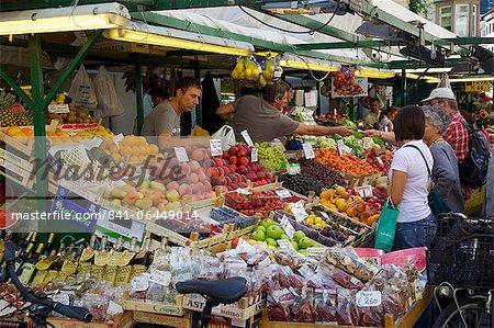 Étal de marché, marché de Piazza Erbe, Bolzano, Province de Bolzano, Trentin-Haut-Adige, Italie, Europe