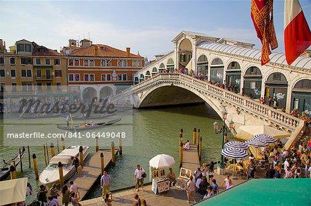 Pont du Rialto et la gondole, Venise, UNESCO World Heritage Site, Veneto, Italie, Europe