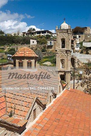 Vue sur l'église et du village, Tochni, Chypre, Europe