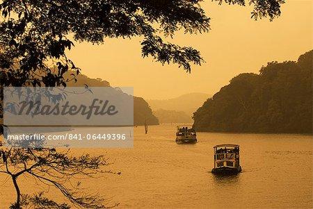 Bateaux de croisière, croisière sur le lac, le lac Periyar, Kerala, Inde, Asie