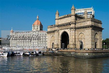 Front de mer avec Taj Mahal Palace et Hotel de la tour et porte d'entrée de l'Inde, Mumbai (Bombay), Maharashtra, Inde, Asie
