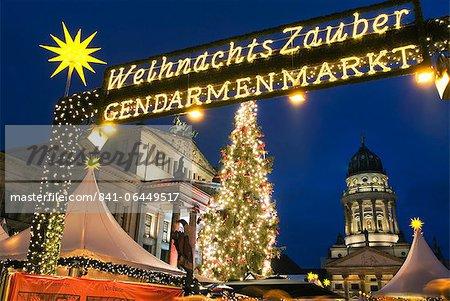 Marché de Noël à l'extérieur de la maison de l'opéra, Gendarmenmarkt, Berlin, Allemagne, Europe