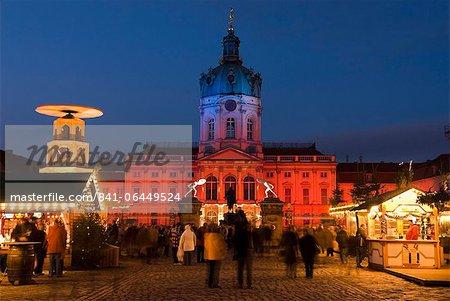 Christmas market outside the Charlottenburg Palace (Schloss Charlottenburg), Berlin, Germany, Europe