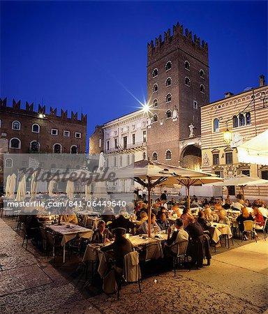 Soirée dîner dans la vieille ville, Vérone, UNESCO World Heritage Site, Veneto, Italie, Europe