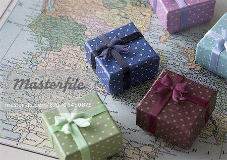 Coffrets-cadeaux sur une carte