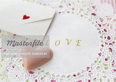 Chocolat en forme de cœur et une carte message