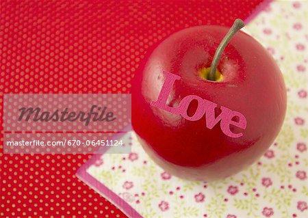Apple avec un mot « Love »