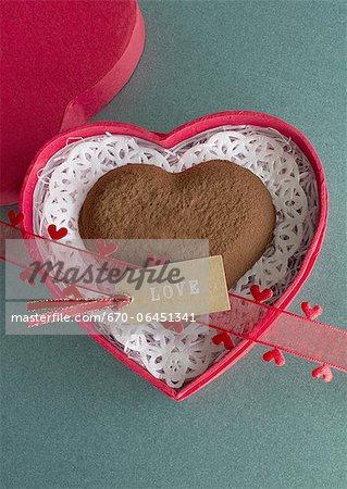Chocolat en forme de coeur et une étiquette de message