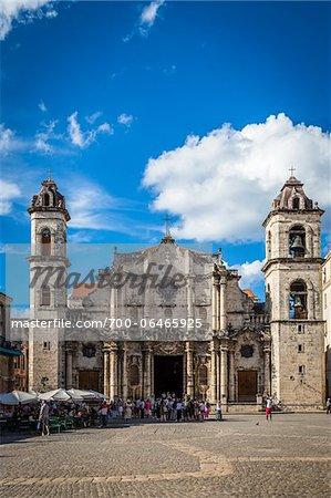 Tour Group in front of Cathedral of Havana, Plaza de la Catedral, Havana, Cuba