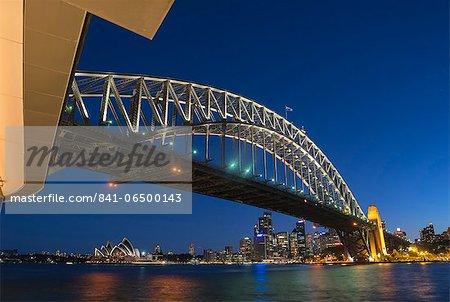 Harbour Bridge and Sydney skyline, Sydney, New South Wales, Australia, Pacific