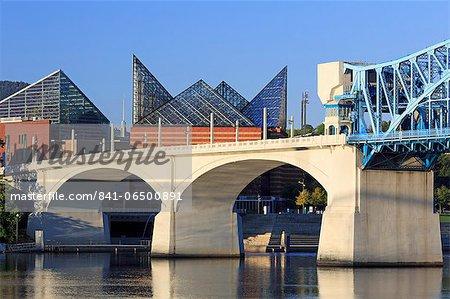 Market Street Bridge and Tennessee Aquarium, Chattanooga, Tennessee, United States of America, North America