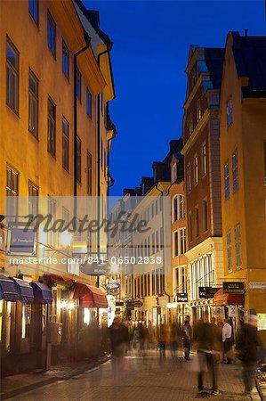 Busy street at dusk, Gamla Stan, Stockholm, Sweden, Scandinavia, Europe