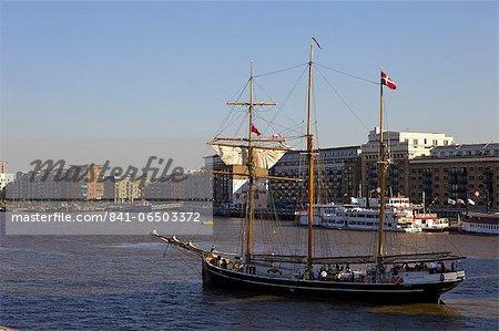 Sailing ship on the River Thames, London, England, nited Kingdom, Europe