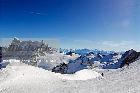 Europe, France, French Alps, Haute Savoie, Chamonix, Aiguille du Midi, skiers on the Vallee Blanche off piste run