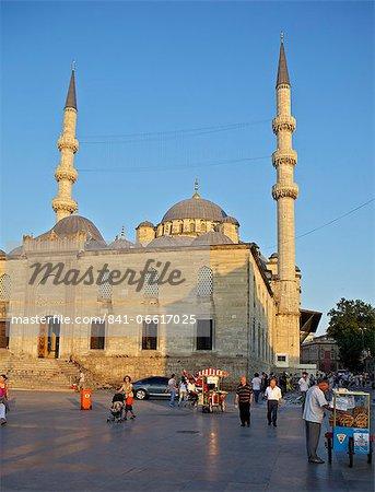 The Yeni Camii (New Mosque), Istanbul, Turkey, Europe, Eurasia