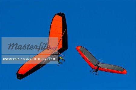 Hang gliders at Bald Hill Lookout, Bald Hill Headland Reserve, Illawarra, Wollongong, New South Wales, Australia
