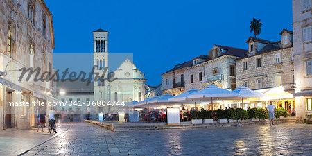 St. Stephens Square (Trg Svetog Stjepana), restaurant at night, Hvar Town, Hvar Island, Dalmatian Coast, Croatia, Europe