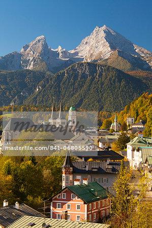 View of Berchtesgaden in autumn with the Watzmann mountain in the background, Berchtesgaden, Bavaria, Germany, Europe