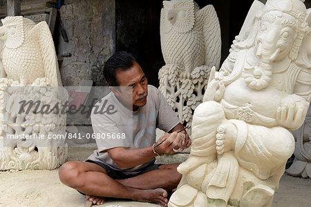 Stone carver, Batubulan, Bali, Indonesia, Southeast Asia, Asia