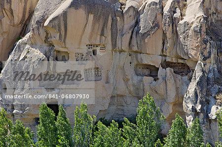 Rock houses, houses carved into the rocks, Goreme, Cappadocia, Anatolia, Turkey, Asia Minor, Eurasia