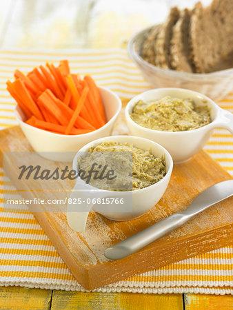 Artichoke and kombu dip cream with raw carrots