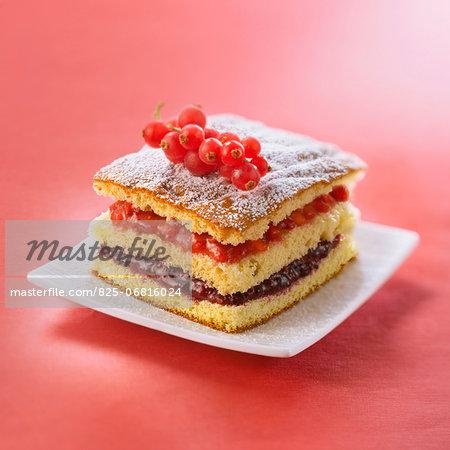 Sponge cake with summer fruit