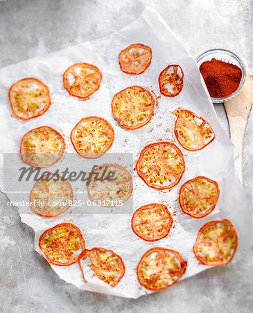 Tomato crisps with paprika
