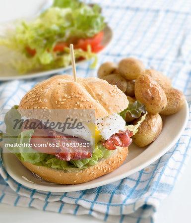 Egg and bacon burger