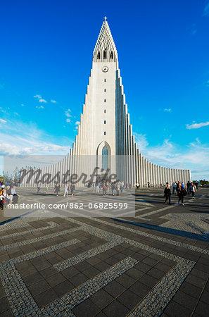Iceland, Reykjavik, Hallgrimskikja church, Statue of Liefur Eiriksson
