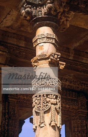 Asia, India, Madhya Pradesh, Khajuraho. Ghantai temple.   Detail of column.