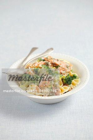 Farfalle with smoked salmon, broccoli and cream sauce