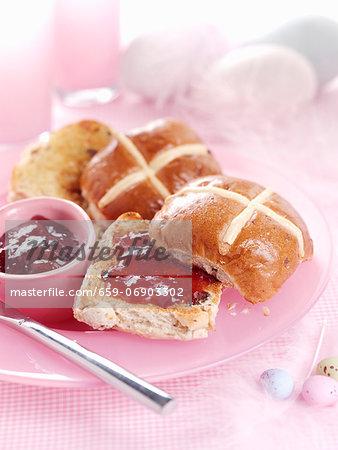 Hot cross buns with jam