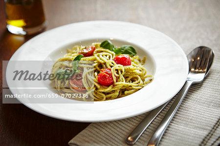 Spaghetti with tomatoes and pesto
