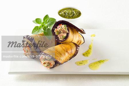 Aubergine rolls filled with tuna